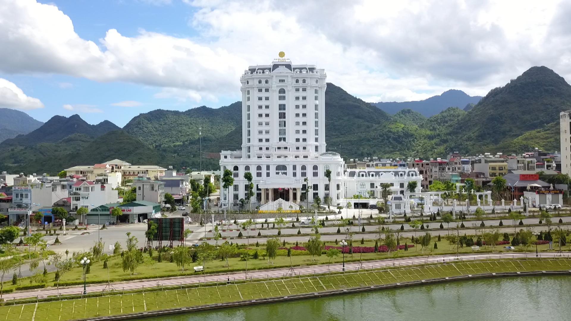 Cung cấp, lắp đặt thiết bị bếp công nghiệp và thiết bị giặt là cho Khách sạn Hoàng Nhâm - Hoang Nham Luxury Hotel 5*****